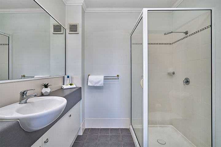 ensuite bathroom shower at Cairns Getaway on Grafton Holiday Apartments