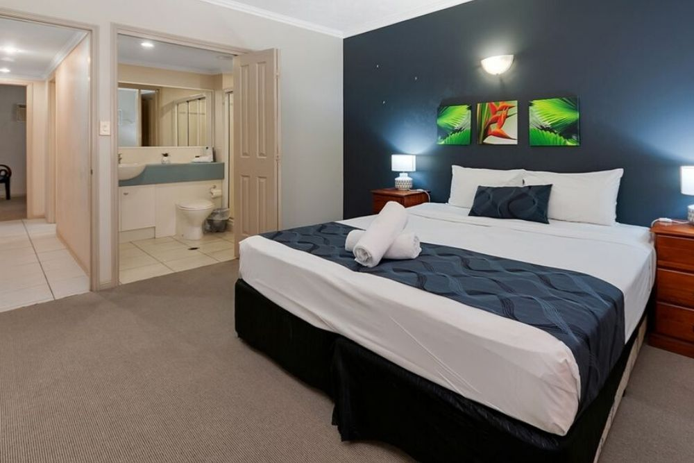 large master bedroom at Cairns Getaway on Grafton