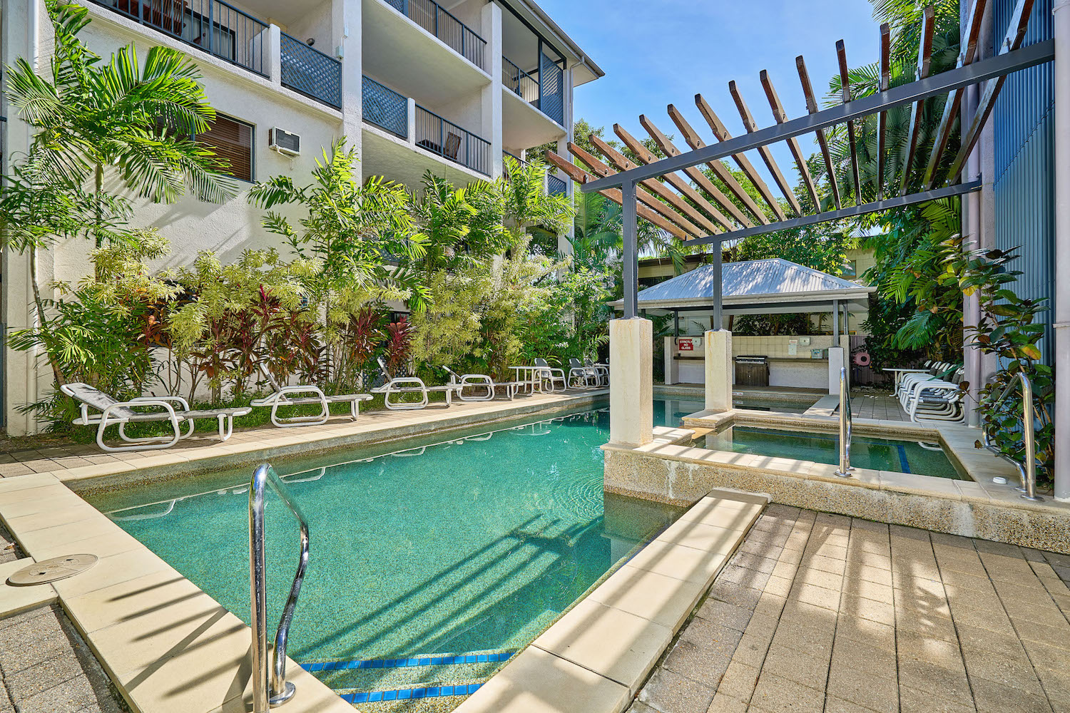 outdoor salt water swimming pool heated cairns holiday apartments getaway on grafton