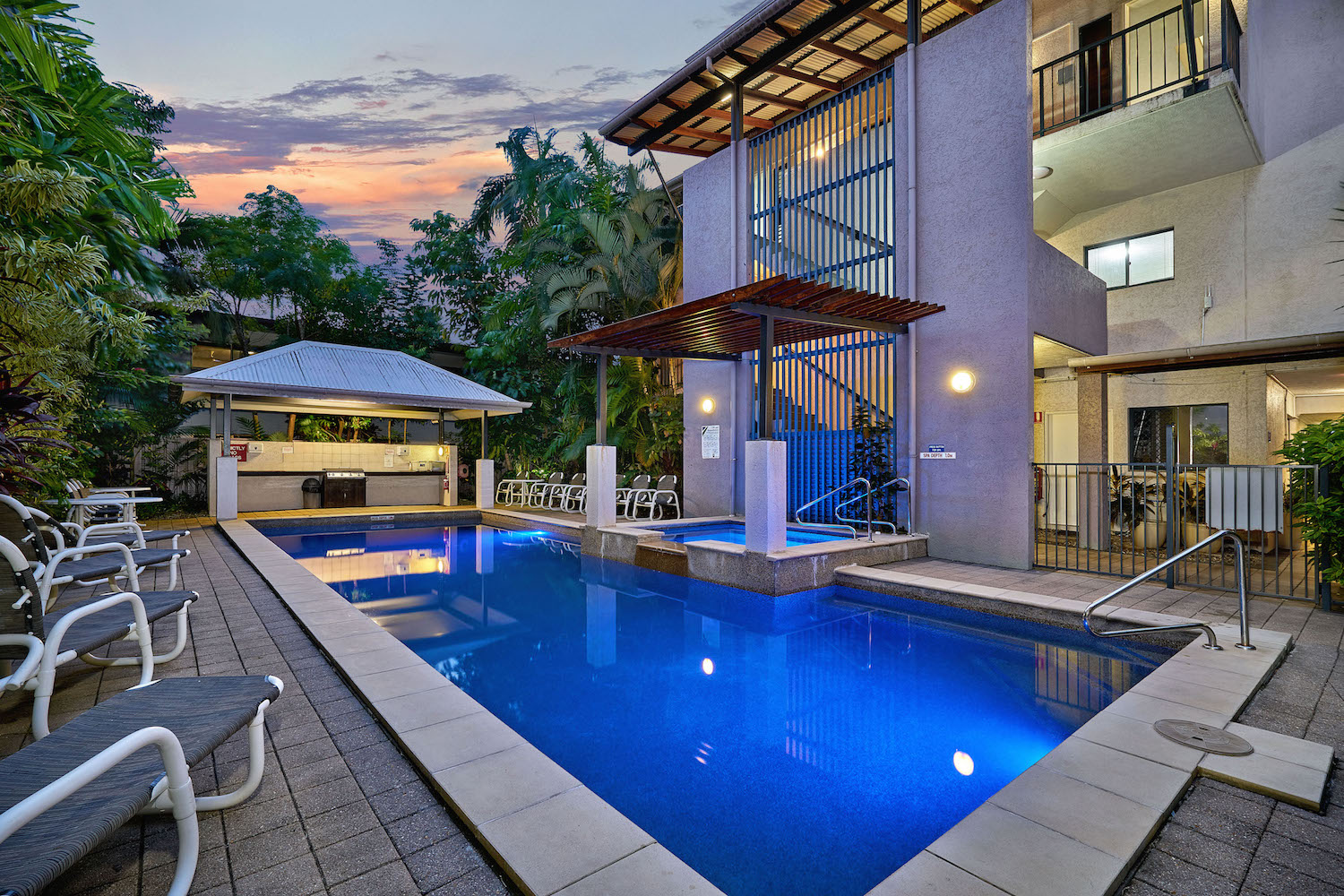 HEATED POOL CAIRNS GETAWAY ON GRAFTON HOLIDAY ACCOMMODATION