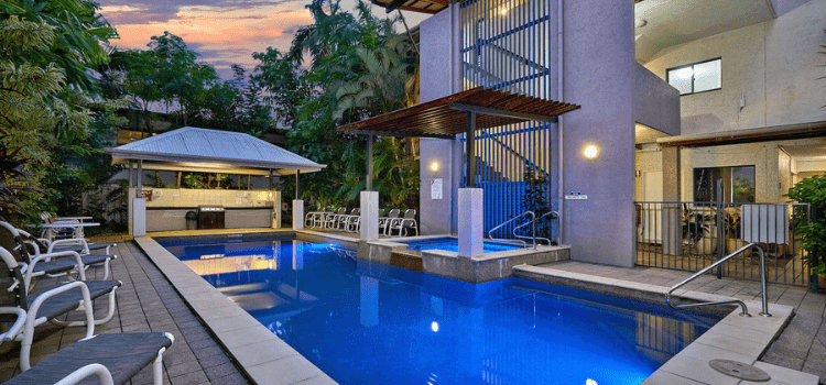hotels near cairns base hospital